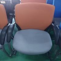 회의용고정의자